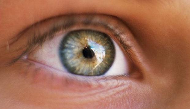 stikken i øjet