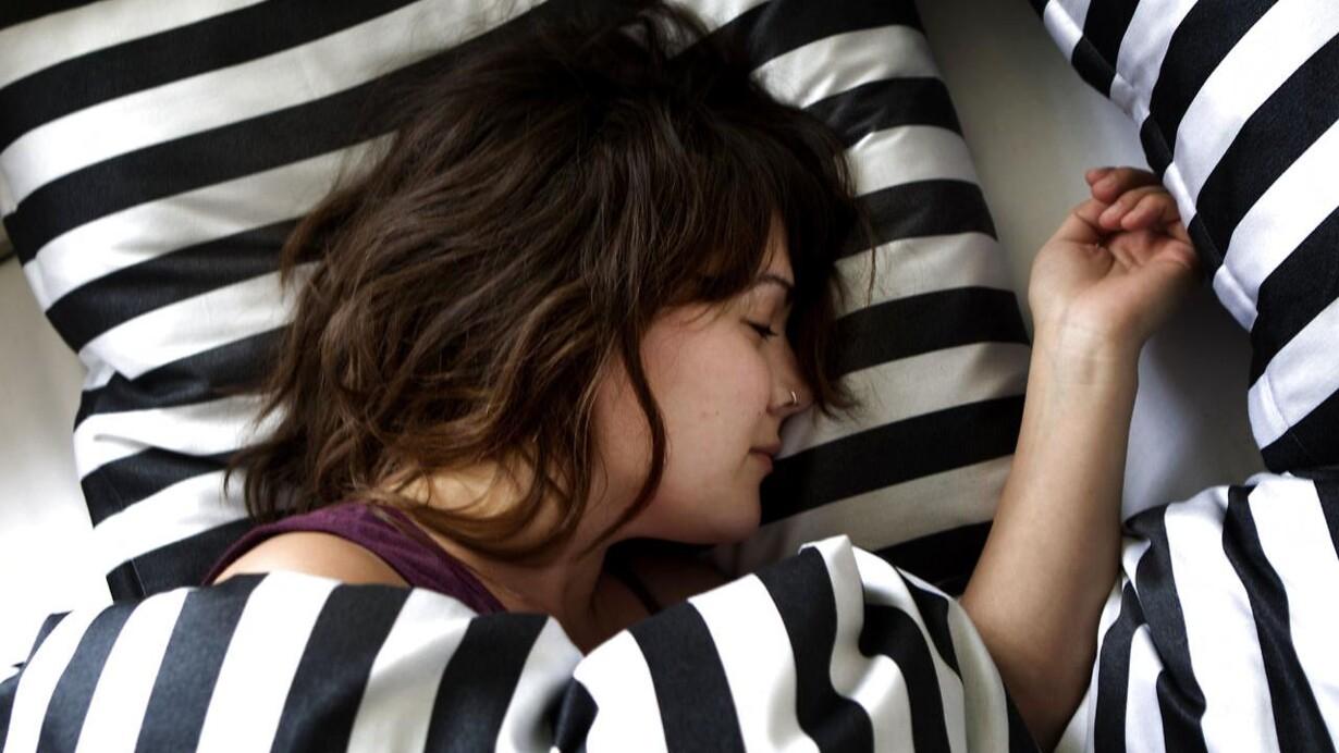 ung homoseksuel søvn sorte piger gør porno