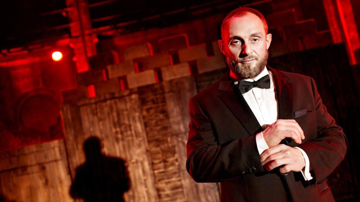 6949d7ae ARKIVFOTO. Den autodidakte skuespiller Roland Møller, blandt andet kendt  fra filmene; R, Kapringen og Nordvest. Efter at være nomineret for sine  tidligere ...