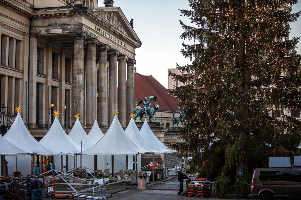 Ingen tysk jul uden de traditionelle julemarkeder. Men nu hænger der bogstaveligt talt tunge ...
