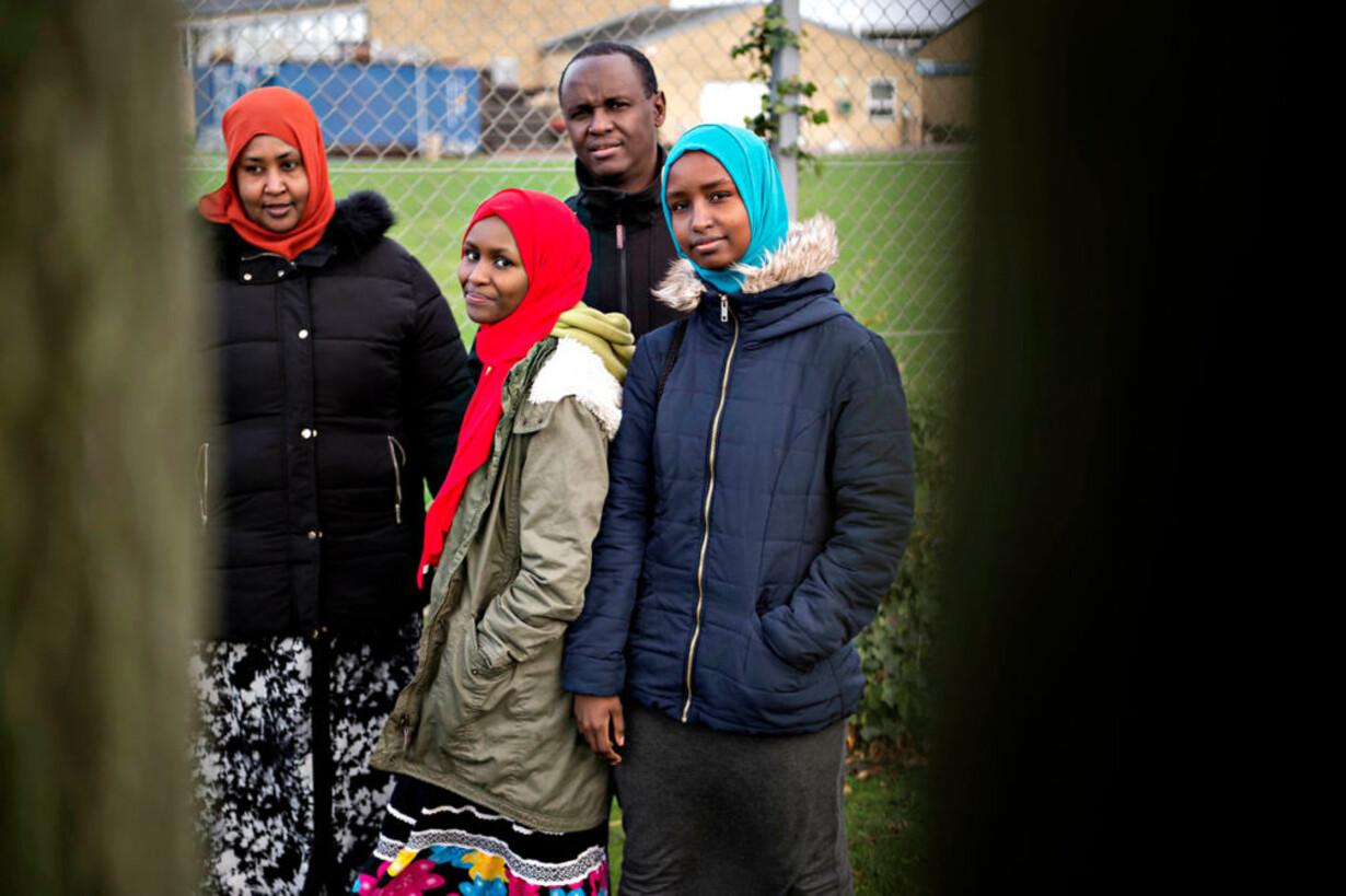 b15241b0 Tre børn i en somalisk familie blev i slutningen af sidste år hevet ud af  folkeskolen af kommunen. De seneste tre måneder har de oplevet en voldsomt  ...