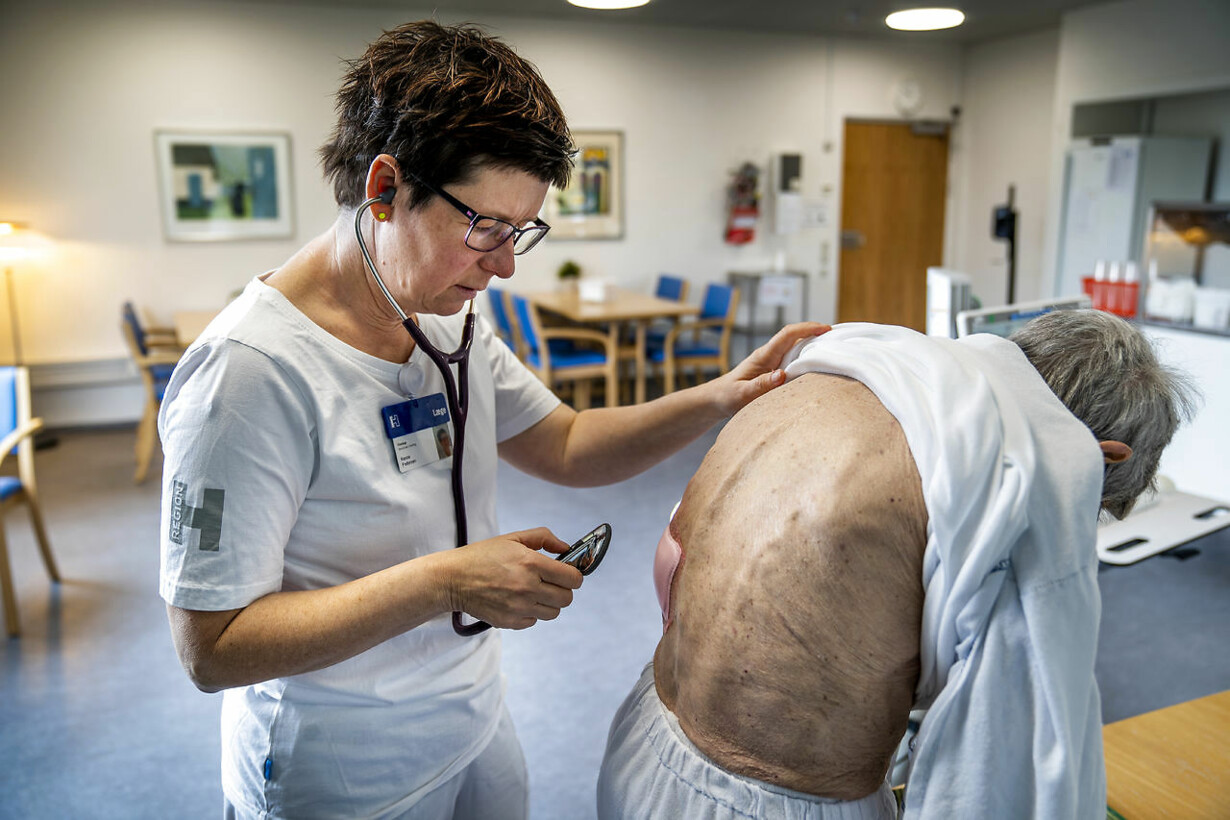 dac836cb Flere patienter skal behandles ude i det »nære« sundhedsvæsen, og der skal  skaffes flere medarbejdere til at tage sig af de syge.