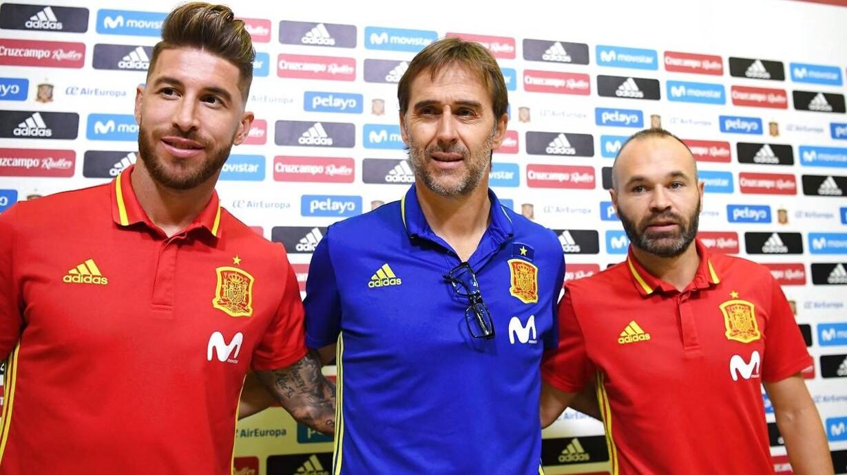 25e7fa18d69ce3 Julen Lopetegui flankeret af landsholdsveteranerne Sergio Ramos og Andrés  Iniesta