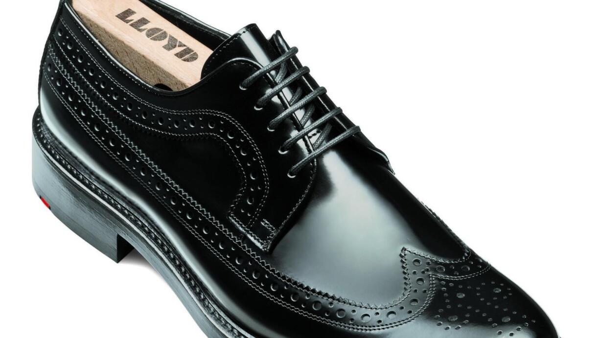1f95e4b534a Sort og med en rød kile på tværs af hælen. Sådan har Lloyd sko set ud i  mange år, og tyskerne har næsten skabt en trend. Eksempelvis benytter Ecco  også en ...
