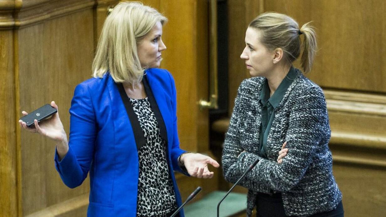 https://berlingske.bmcdn.dk/media/cache/resolve/image_x_large/image/30/301891/7280142-sprgetime-med-statsministeren-helle-thorning-schmidt-her-statsministeren-i-samtale-med-mette-frederiksen.jpg