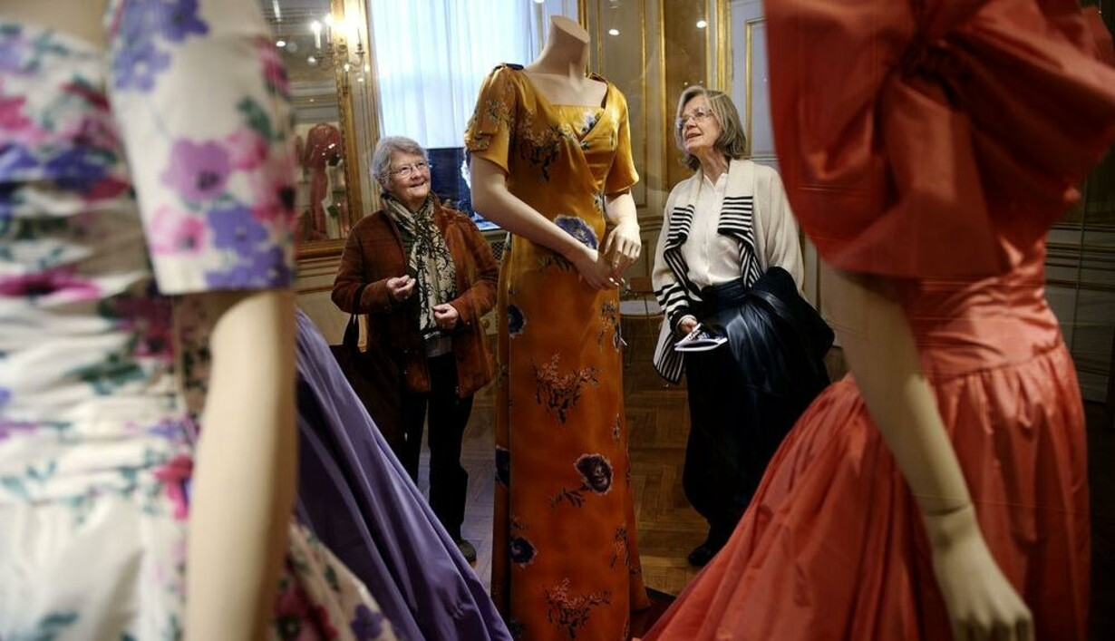 abad969209e7 Dronningens klæder er røget på museum