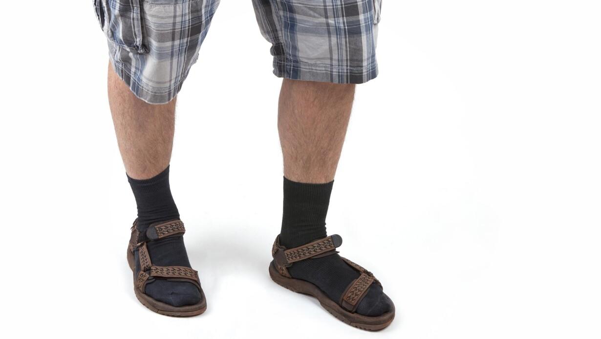 Lederen skal påtale bare tæer i sandalerne