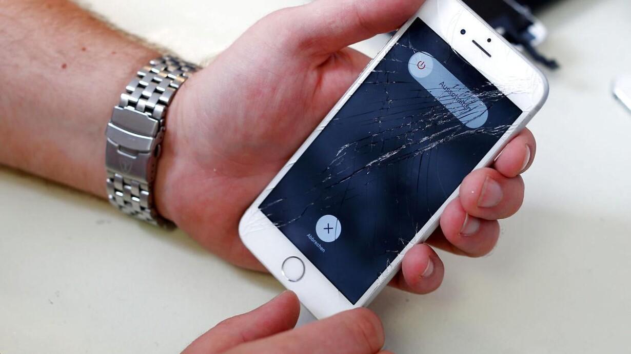 dedea1da0b6 Hvis man havde sendt sin iPhone til reparation hos andre end Apple, sørgede  en Apple-softwareopdatering for, at ens telefon blev tvangslukket, ...