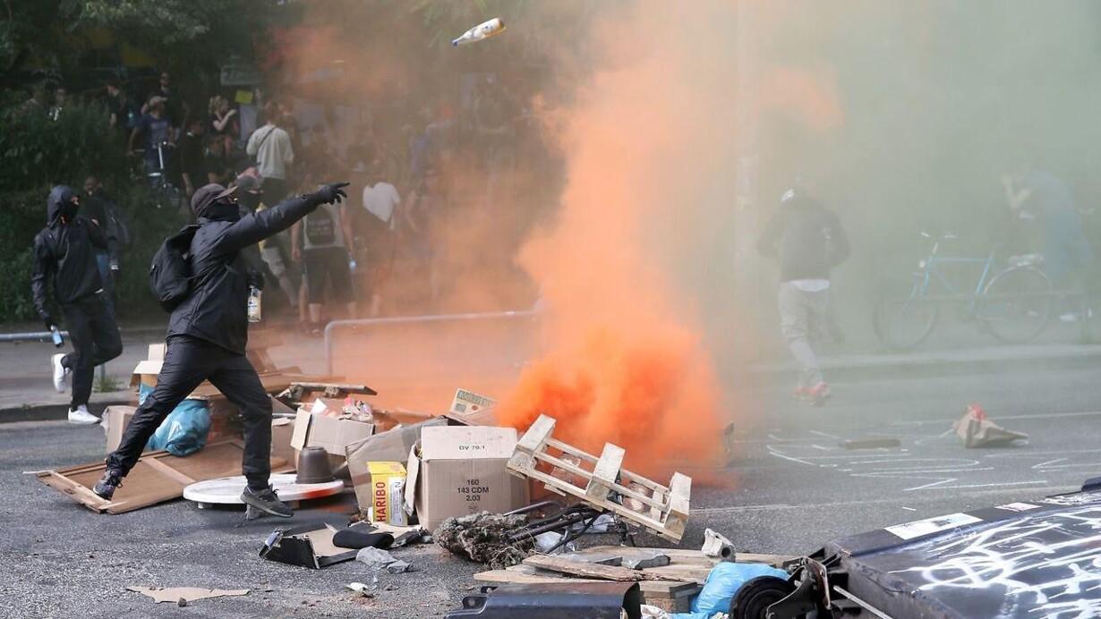 e78f736bd Brogede protester hærger Hamborg