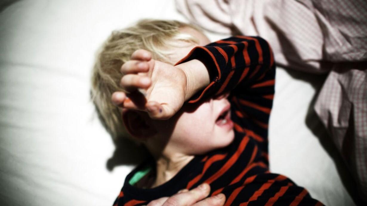 91cec44a Børn, der bliver slået af mor eller far, kan ikke være sikre på, at andre  voksne kommer dem til undsætning. Det skriver Politiken fredag.