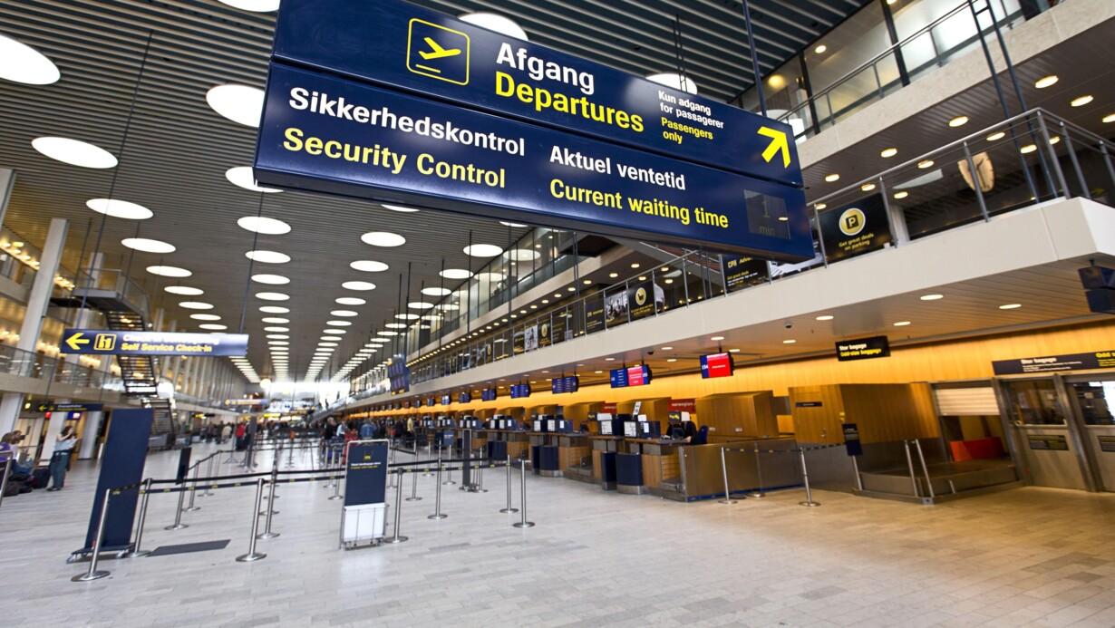 hvornår skal man møde i lufthavnen