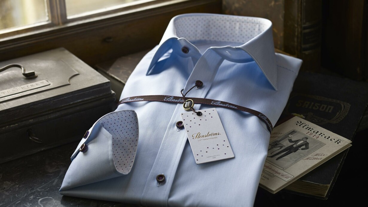 d6f1d4e2f03 Danske mænd vælger i stigende grad målsyede skjorter. Det handler ikke så  meget om pasformen, men mere om, at man selv kan designe alle detaljerne  såsom ...