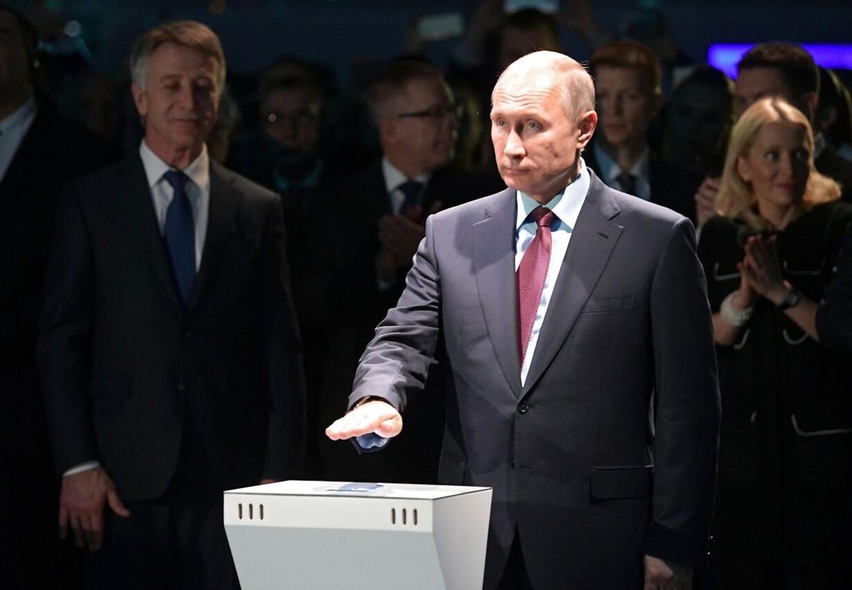 RUSSIA PUTIN LIQUIFIED GAS