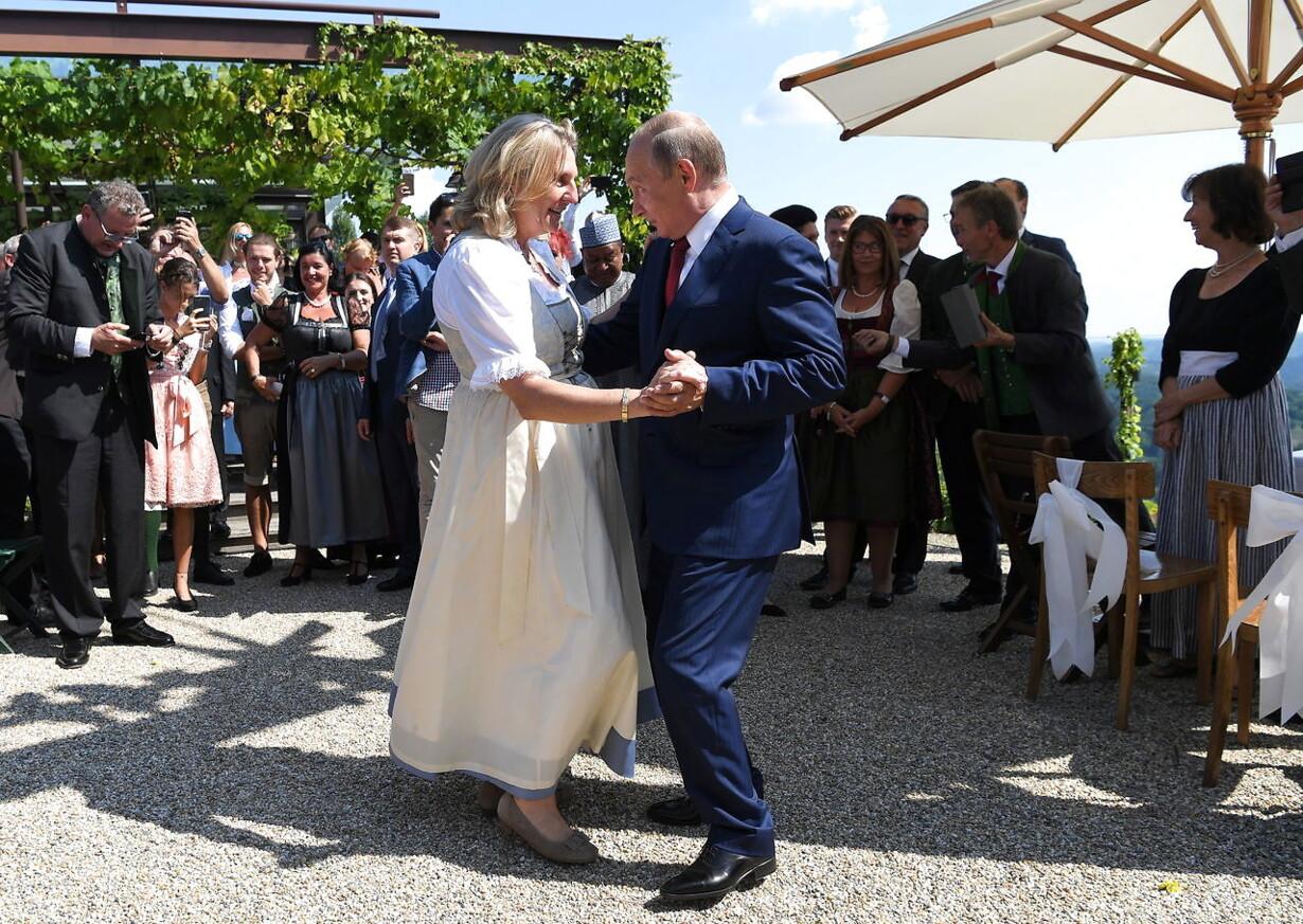 (FILE) AUSTRIA WEDDING KNEISSL