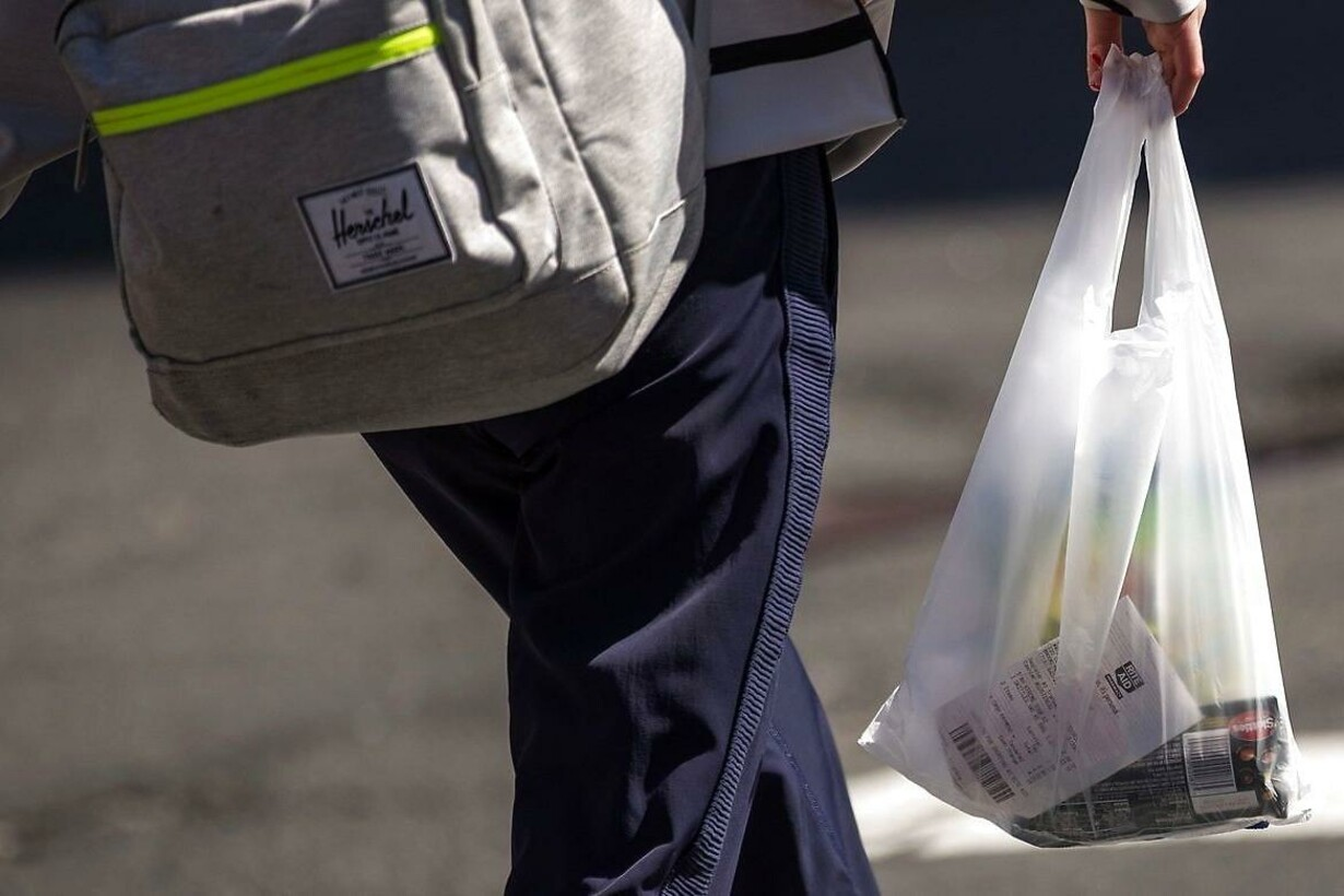 US-GOVERNOR-ANDREW-CUOMO-INTRODUCES-BILL-TO-BAN-PLASTIC-BAGS-IN-