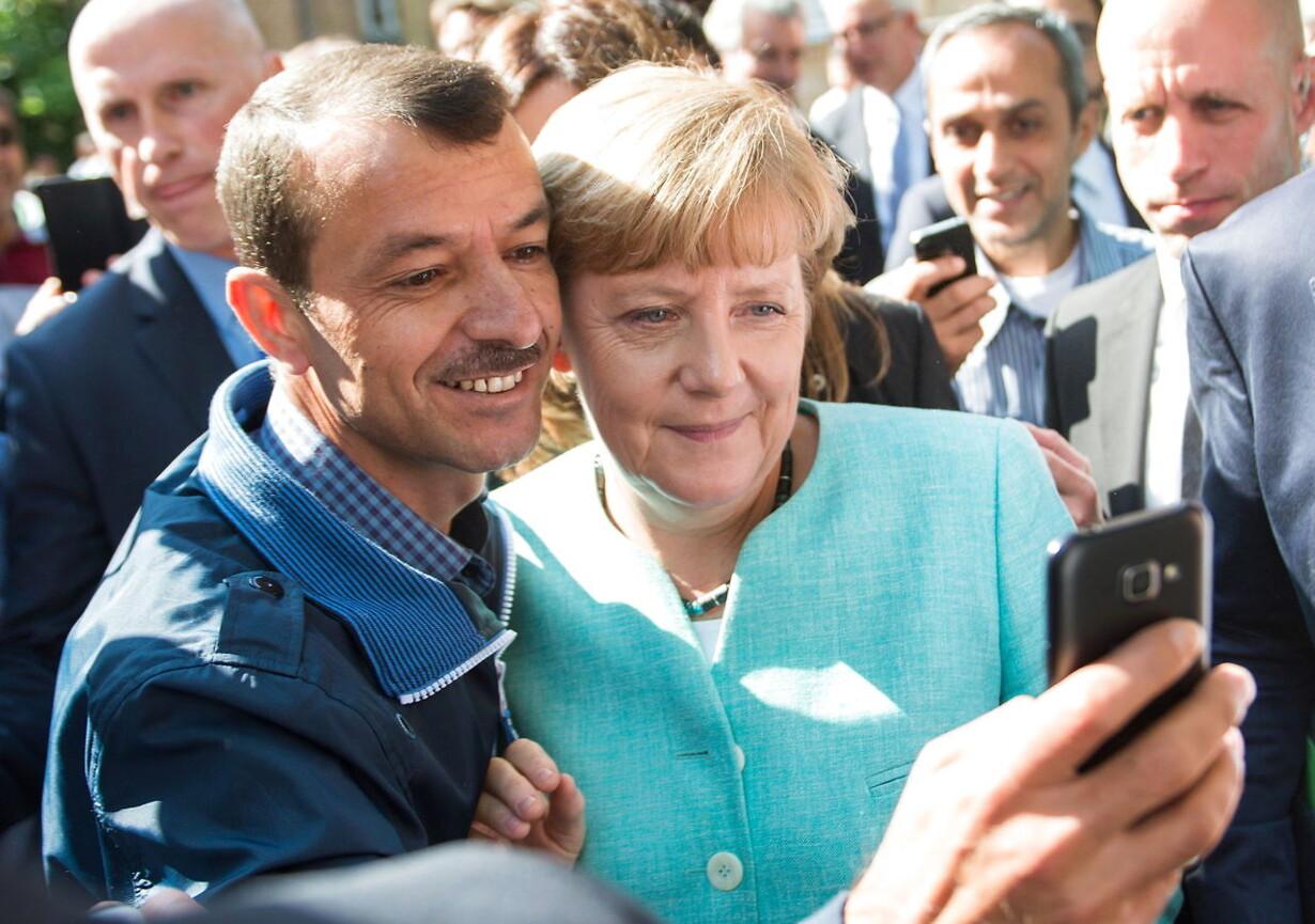 (FILE) GERMANY PHOTO SET GOVERNMENT MERKEL