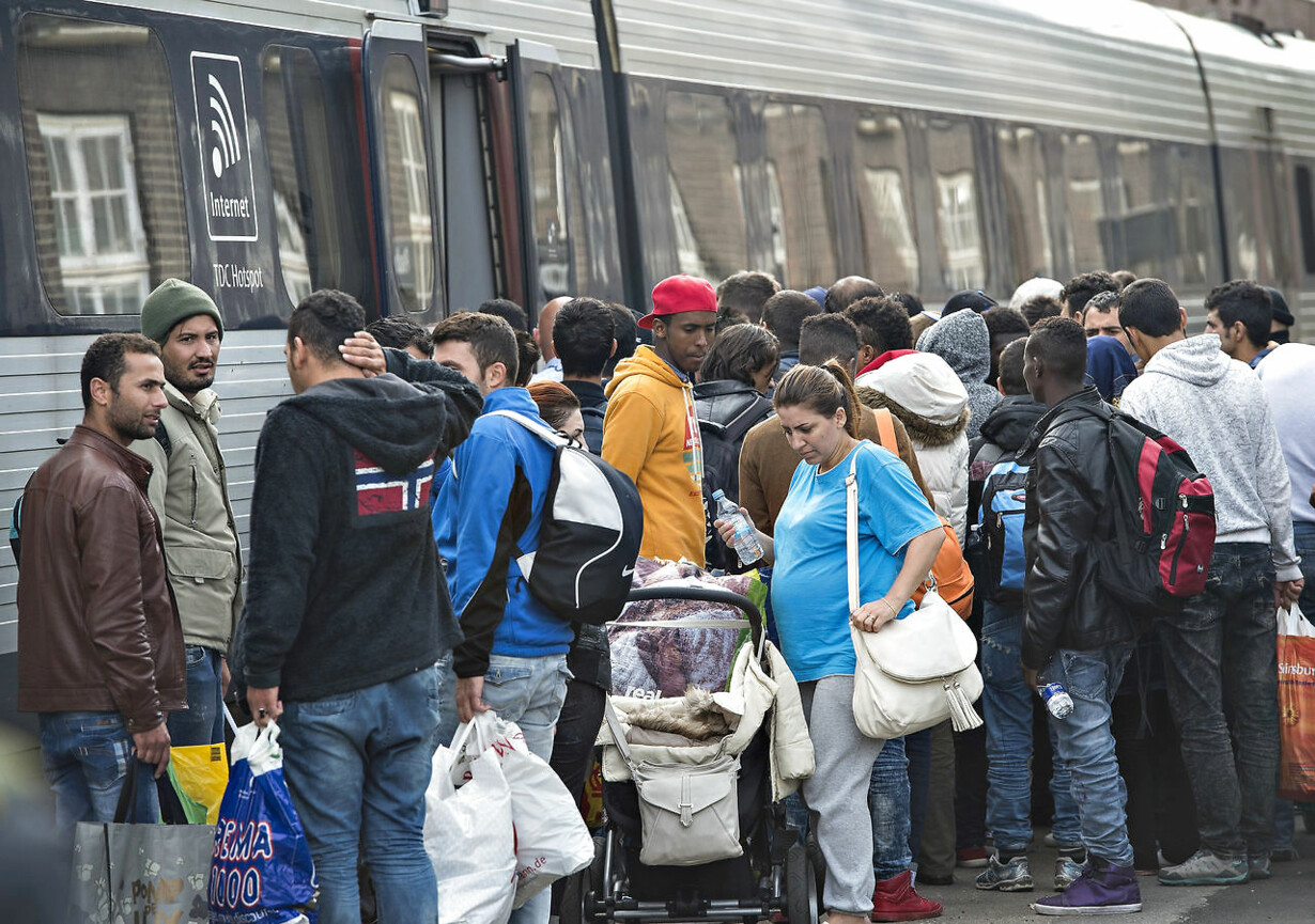 Minister afviser flygtningelandsbyer Samfundet rækker hånden u