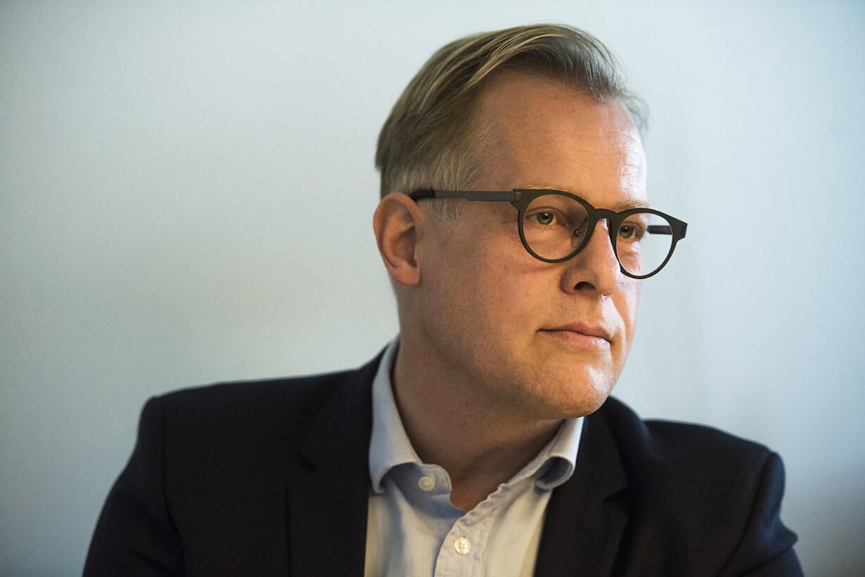 Carl Holst går imod partilinje: Vil have kulegravet Skat