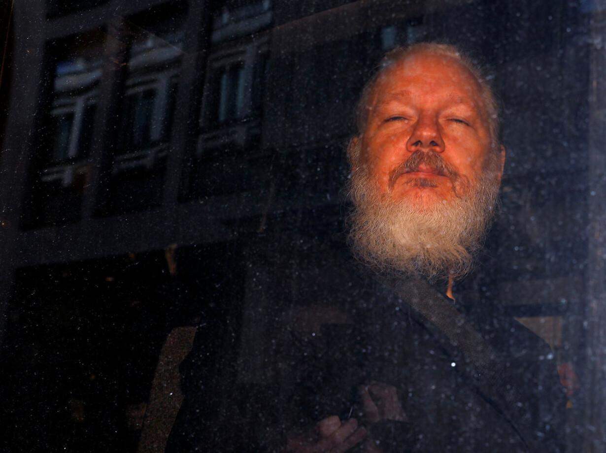 Assange i bus