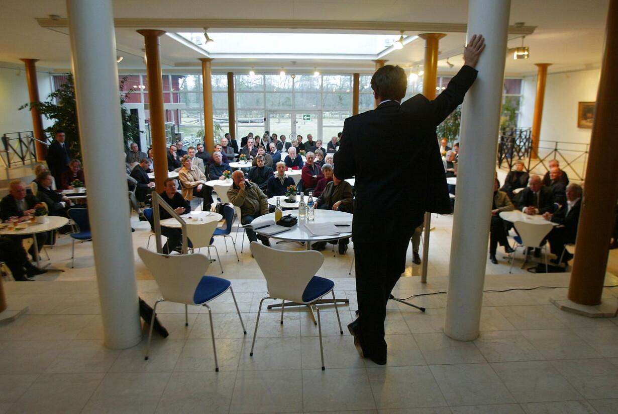 Et foto fra dengang, hvor kulturministeren hed Brian Mikkelsen og folk kom helt op af stolene, fordi han talte om at noget kultur var vigtigere end andet. Arkivfoto