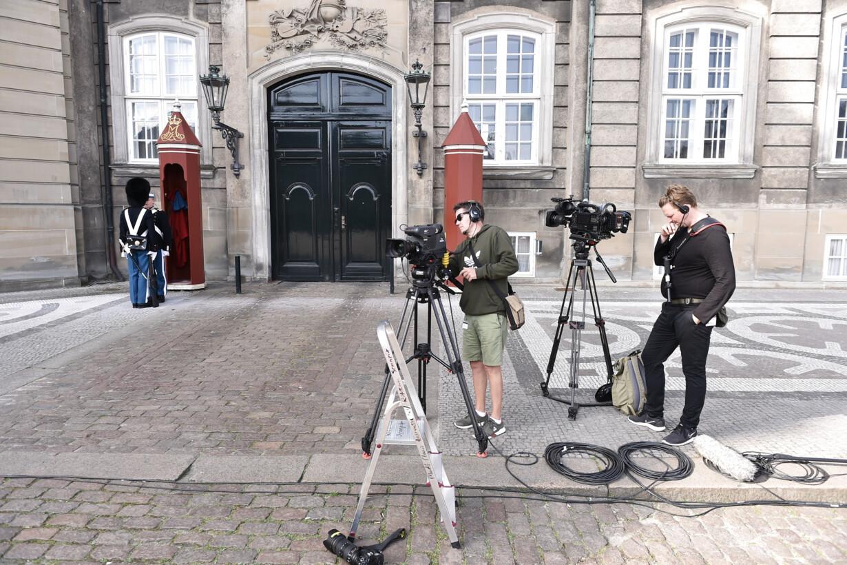 Mette Frederiksen præsenterer