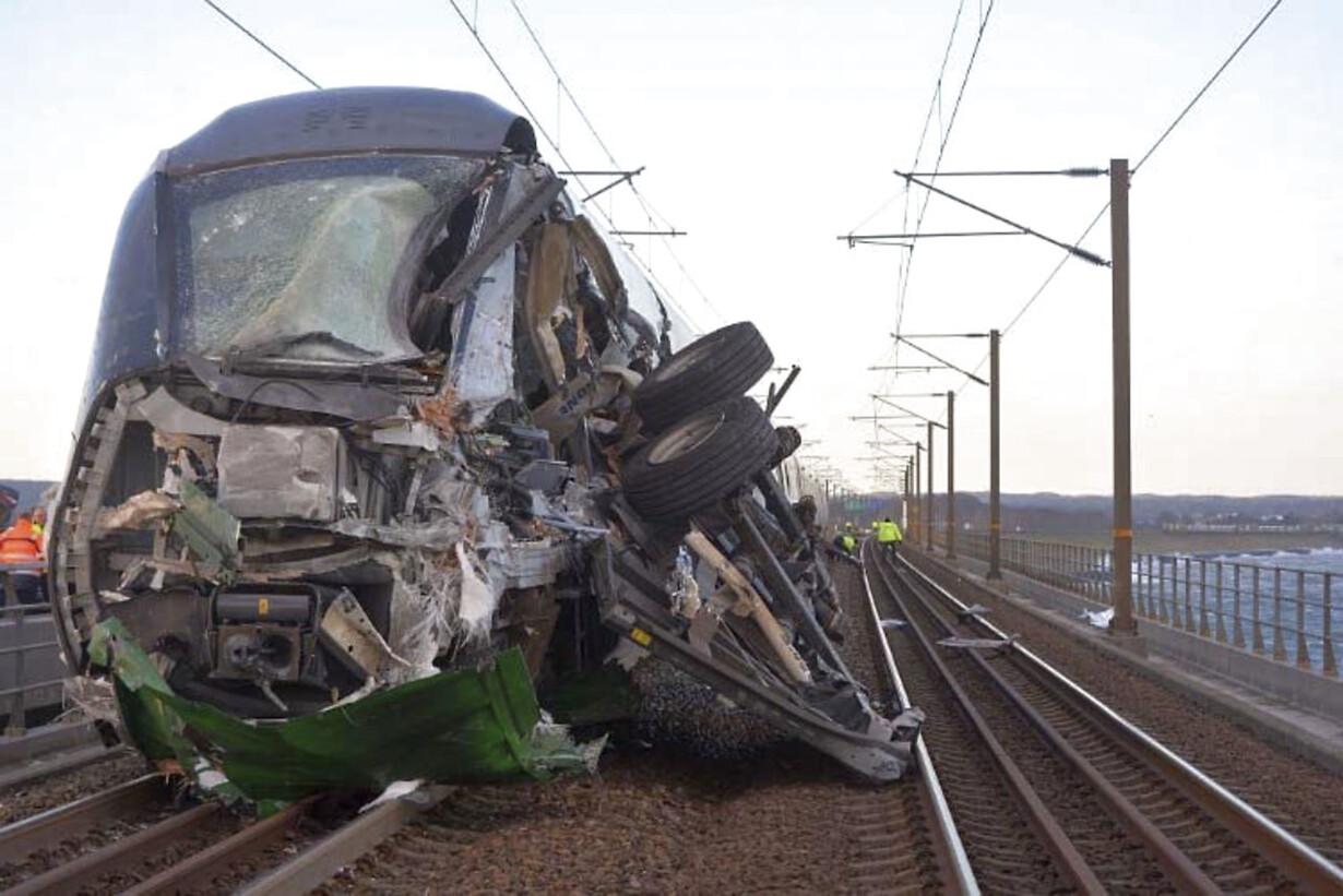 jeve Lyntog 210 kollideret med sættevognstrailer fra godstog