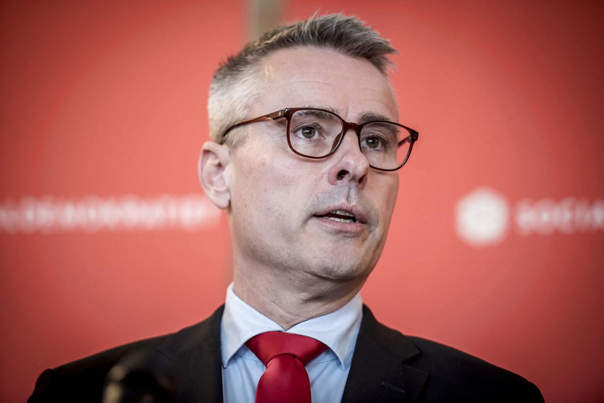 Henrik Sass Larsen sygemeldt og melder fra som ministeremne