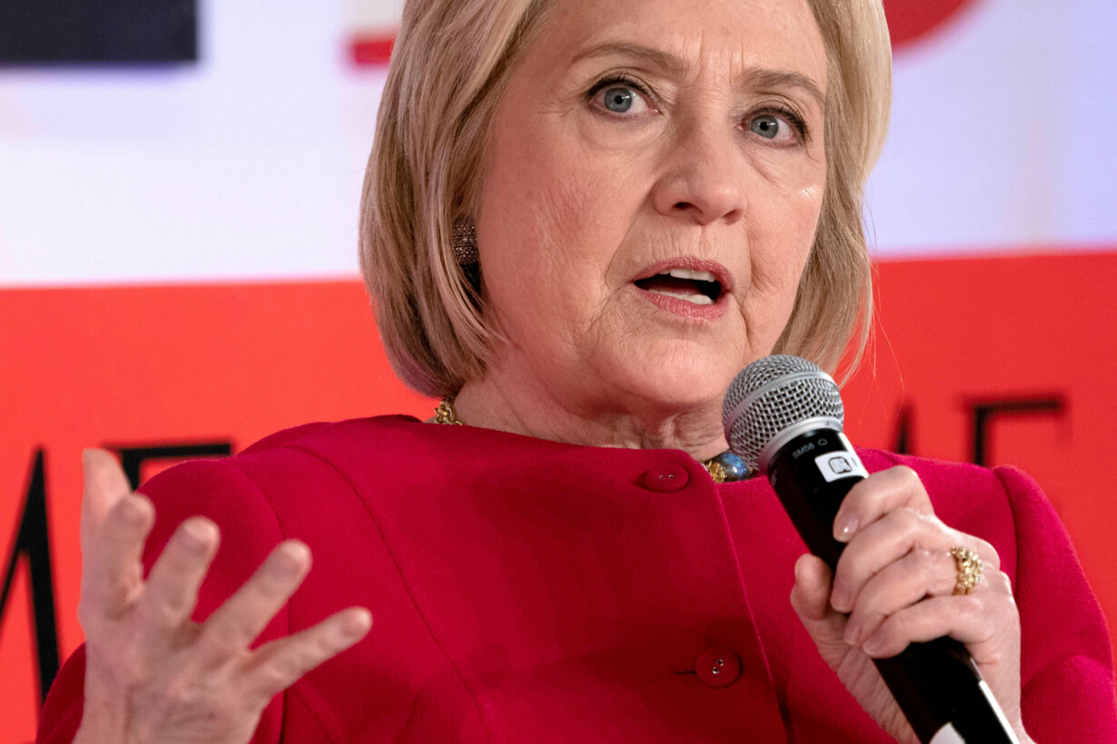 Clinton says Russia ''grooming