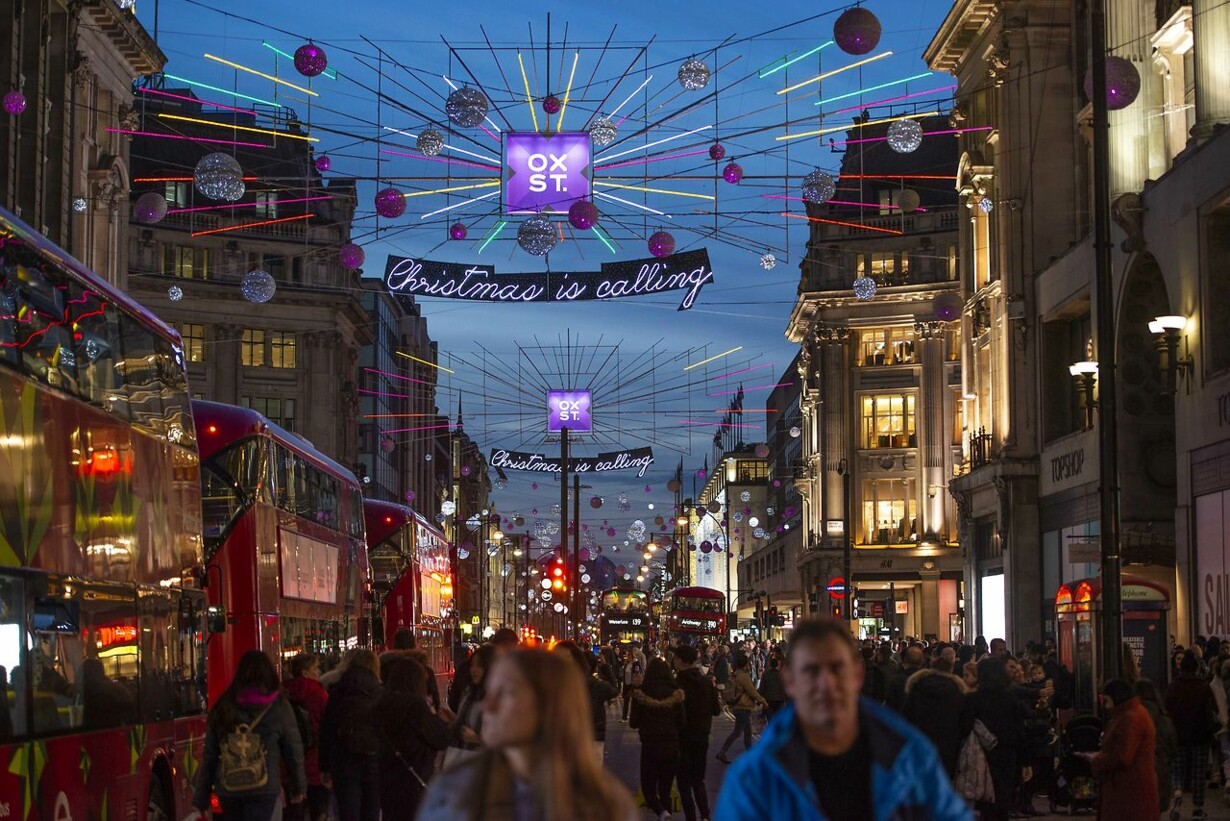 BRITAIN-RETAIL-ECONOMY-CHRISTMAS