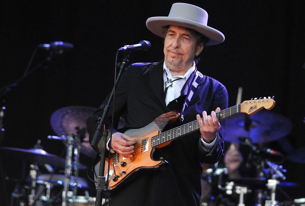 Dylan risikerer at miste nobelmillioner FILES-FRANCE-MUSIC-FESTI