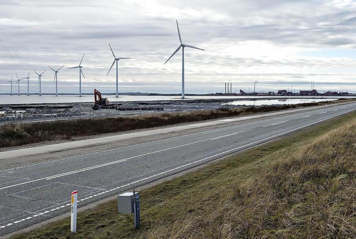 Regeringen vil sløjfe havvindmøller for at dække PSO-hul