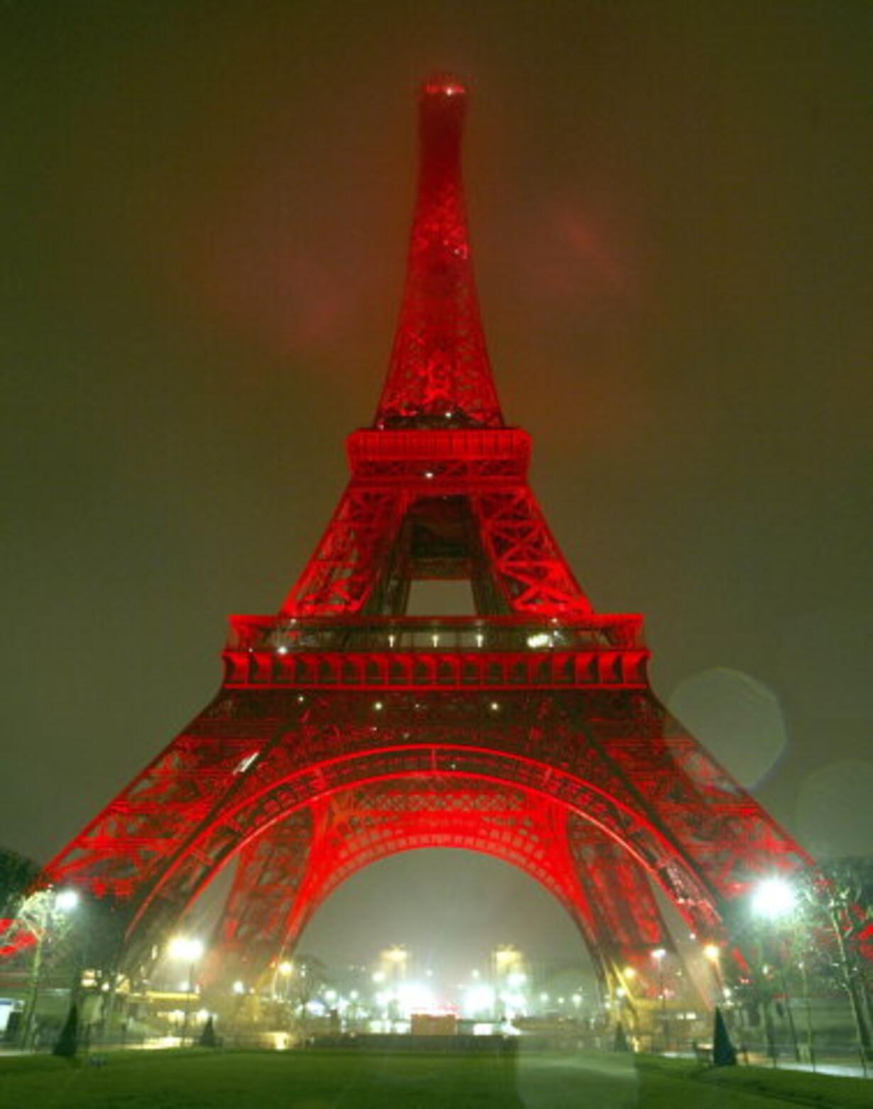 Eiffel-tårnet er klædt i rødt - 1