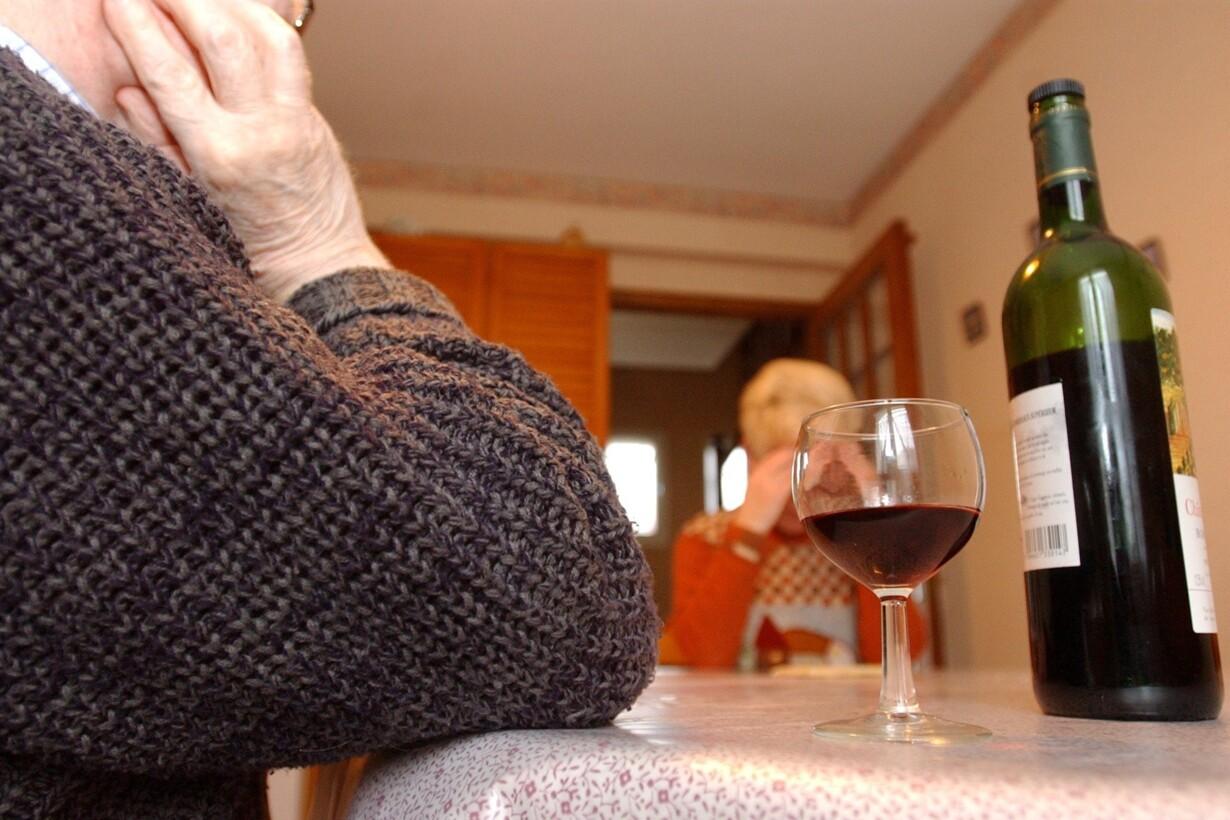 alkohol, alkoholisme, rødvin -