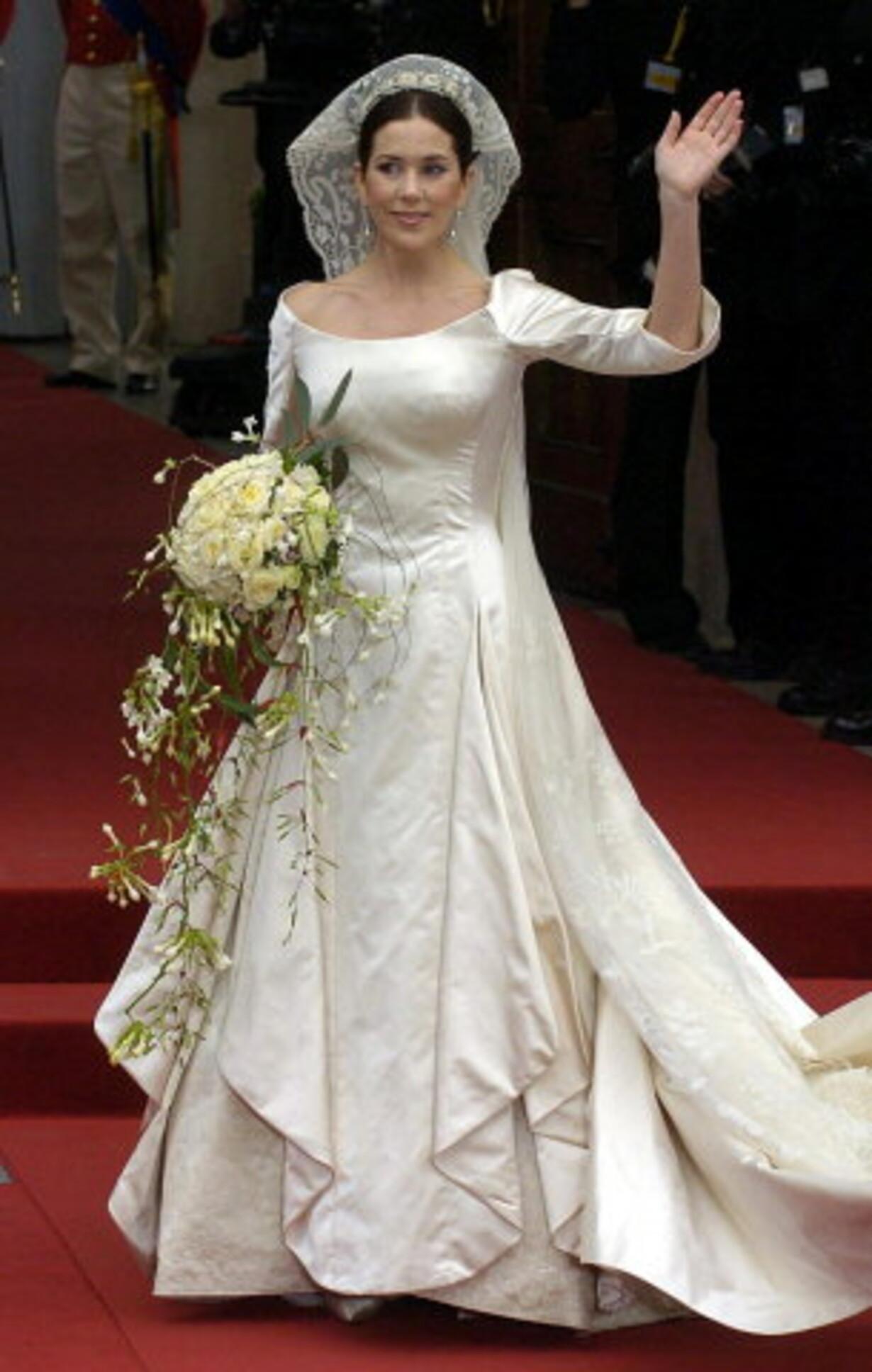 66a6815beb4a Kronprinsesse Marys brudekjole var syet af 60 meter silkeduchesse
