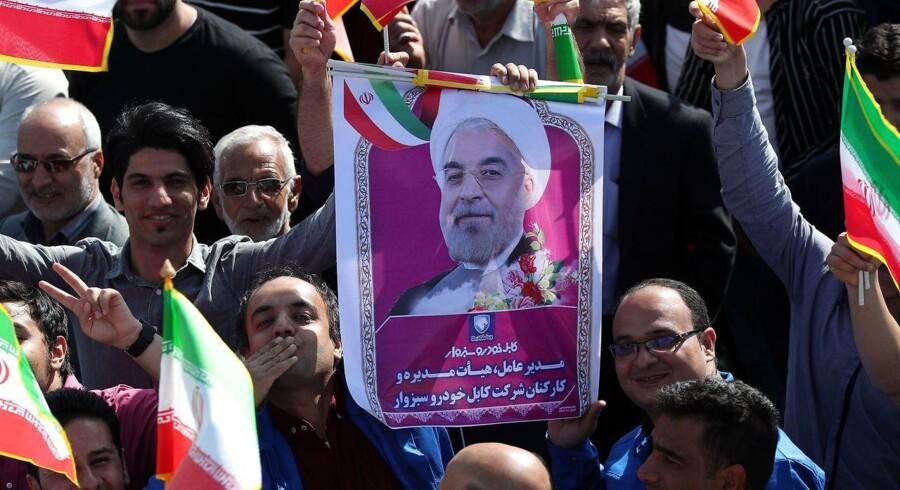 Iranske demonstranter i byen Sabzevar protesterer mod USAs mulige beslutning om at trække sig ud af atomaftalen.