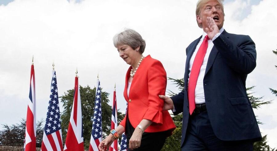 Et klart billede tegner sig nu af præsident Trumps udenrigspolitiske doktrin. Og det billede står kun klarere efter de seneste dage rundrejse i Europa, mener iagttagere. Her er præsidenten på besøg hos Storbritanniens premierminister, Theresa May.