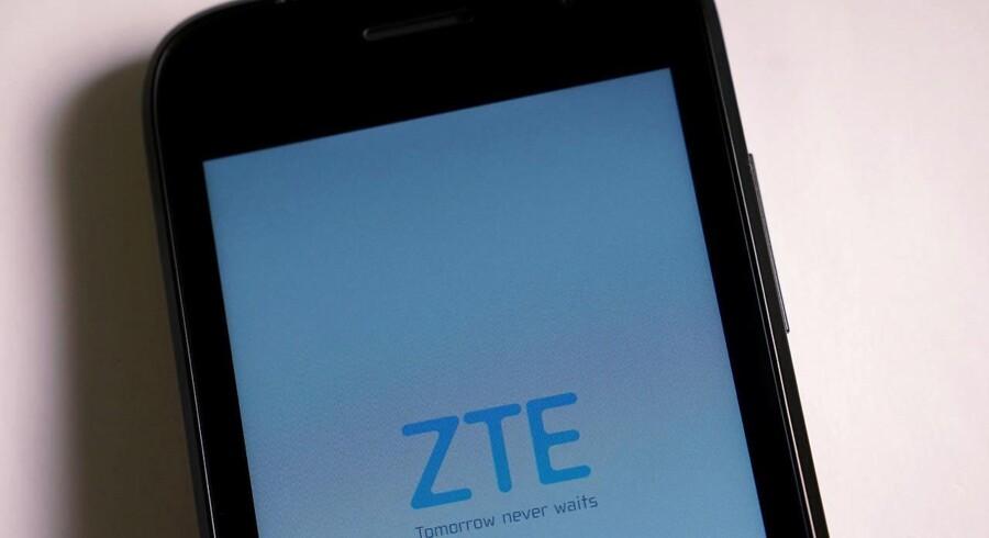 Mobilgiganten ZTE forventer snart at kunne være tilbage til normalen, men det har kostet selskabet dyrt. Arkivfoto: Carlo Allegri, Reuters/Scanpix
