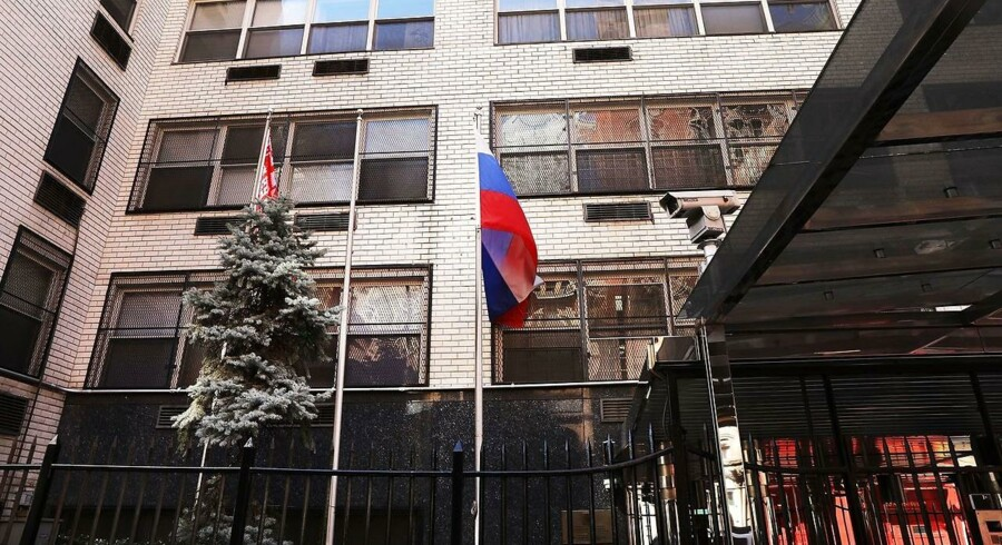 Arkivfoto af Russain Mission ved FN i New York City: Tidligere i år har mange andre lande også udvist russiske diplomater, på grund af sagen om et angreb med nervegift i Storbritannien. Danmark udviste to russere. (Foto: SPENCER PLATT/Ritzau Scanpix)