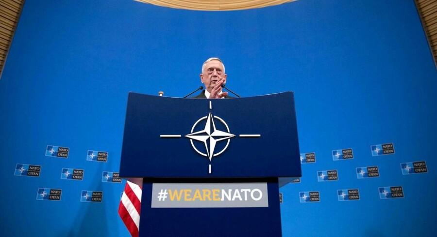 USAs forsvarsminister Jim Mattis taler på en pressekonference efter et NATO-møde i Bruxelles 8. juni / AFP PHOTO / POOL / Virginia Mayo