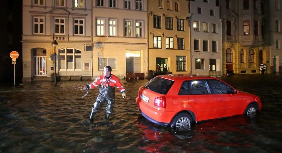 Sådan så der ud i Lübeck i >Nordtyskland under stormfloden natten til torsdag.