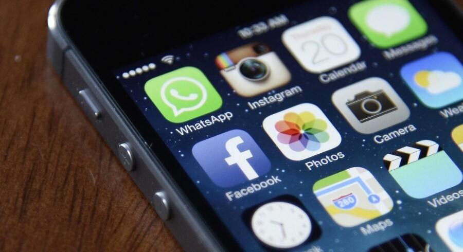 Apple strammer sikkerheden yderligere på iPhone-telefonerne og spærrer for den adgangsvej, som myndigheder og hackere flittigst har brugt for at trænge ind. Arkivfoto: Andrew Gombert, EPA/Scanpix