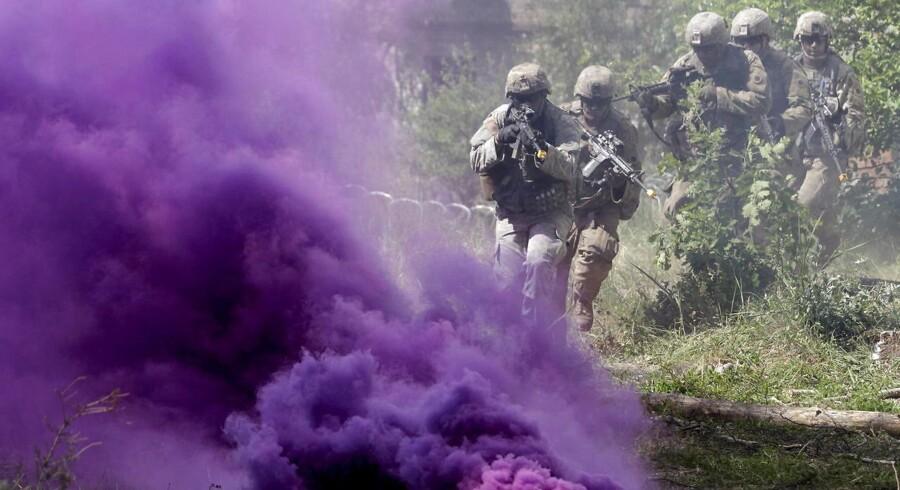 Amerikanske soldater tager del i øvelsen Saber Strike i Letland, der fandt sted i juni og havde 19 deltagende lande. NATO optrapper sin tilstedeværelse mod øst i takt med, at Rusland fører en stadig mere agressiv politik.