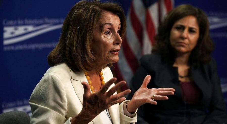 Demokraternes leder i Repræsentanternes Hus, Nancy Pelosi, siger, at Trumps nye forklaring »bringer endnu mere skam over vores nation«.