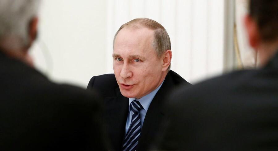 Rusland meddelte tidligere på året, at landets væbnede styrker vil rokere tre militære divisioner til landets vestgrænse. Fredag rapporterede russiske medier, at yderligere to bataljoner vil blive placeret nær Brjansk ikke langt fra den ukrainske grænse.
