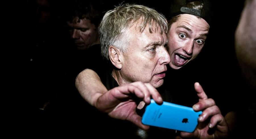 Det går lige lovligt festligt til i Alternativet for tiden, mener flere af partiets ansatte og politikere på Christiansborg.