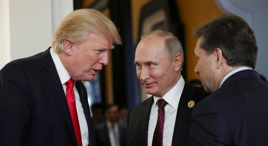Donald Trump sagde lørdag, at han er overbevist om, at Putin er ærlig, når han direkte over for Trump flere gange har gentaget, at Rusland ikke blandede sig i det amerikanske præsidentvalg Sputnik/Mikhail Klimentyev/Kremlin via REUTERS