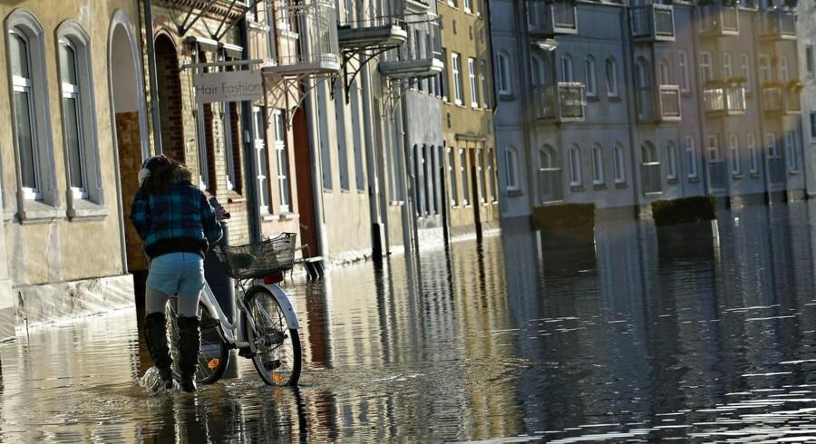 Sådan så der ud efter en stormflod i Sønderborg i 2012. Nattens stormflod tegner til at blive endnu værre.