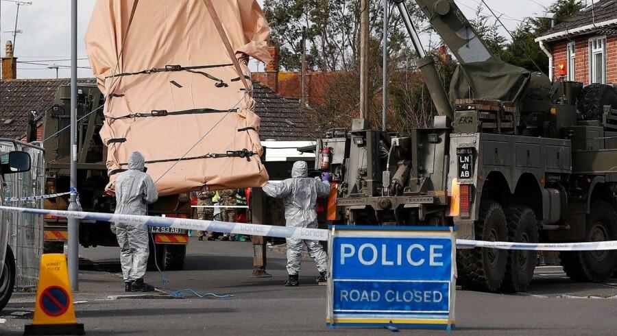 Britisk militær undersøger forholdene efter nervegiftangrebet i Salisbury, hvor Sergej Skripal og hans datter blev fundet forgiftet på en bænk. Nu efterforsker britisk politi en anden sag om russiske Nikolaj Glusjkov som drab.