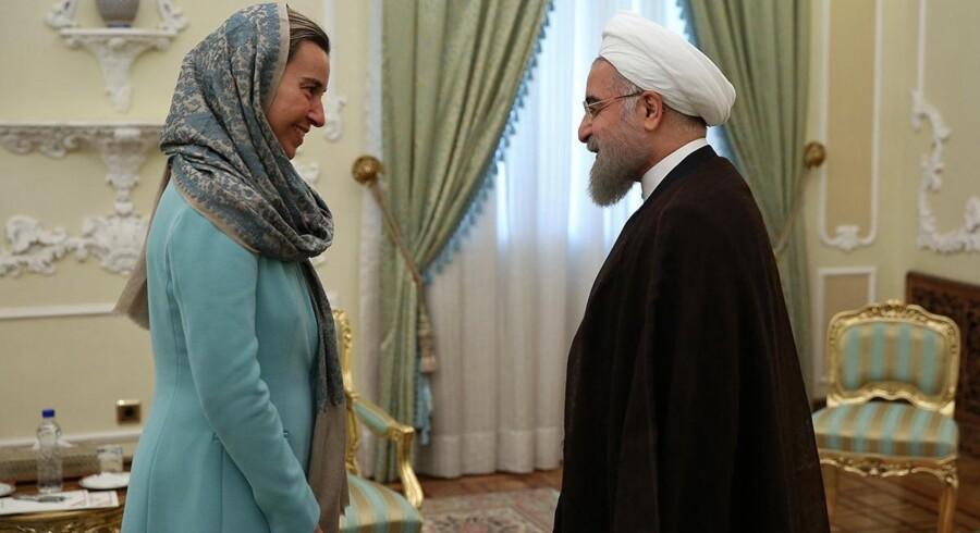 Irans præsident, Hassan Rouhani, og EU's udenrigschef, Federica Mogherini, har mødtes flere gange. Her ses et møde i oktober 2016. Scanpix/Ho
