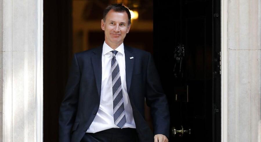 Den britiske premierminister, Theresa May, har udpeget Jeremy Hunt som ny udenrigsminister efter Boris Johnson, der trådte tilbage mandag.